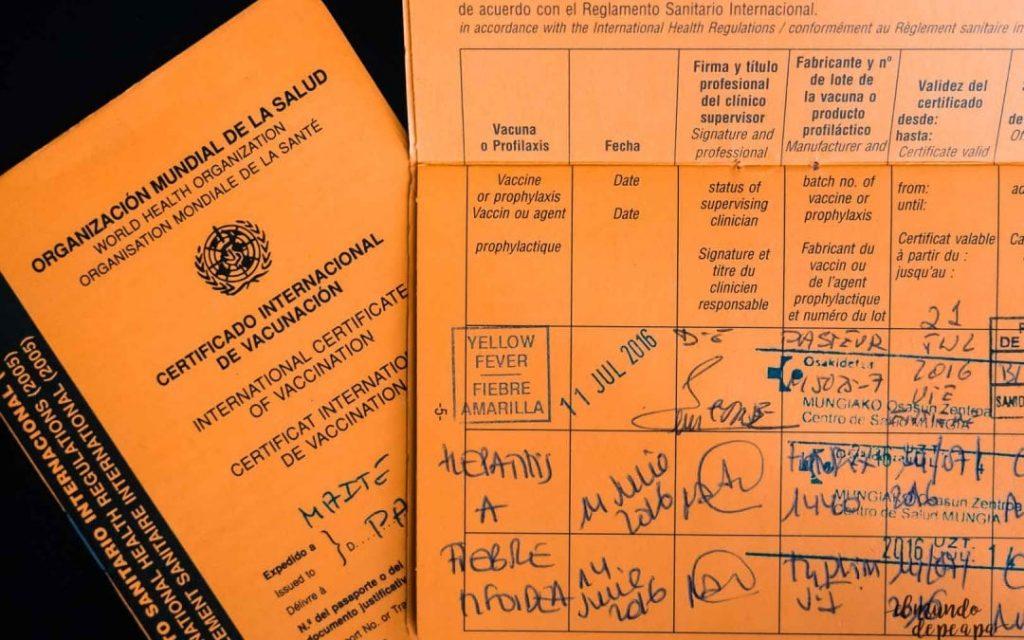 """Imagen de la cartilla de vacunación internacional. Imagen de """"elmundodepapa.com"""""""