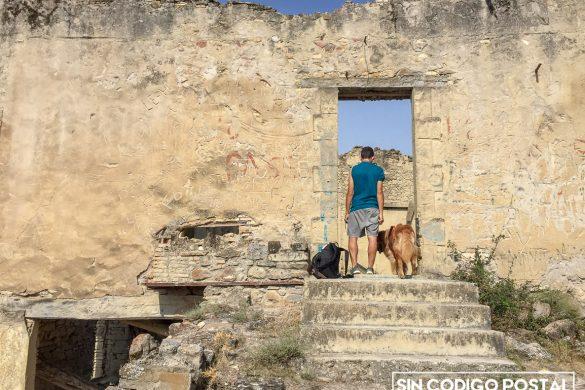 Puerta y ruinas de Escó