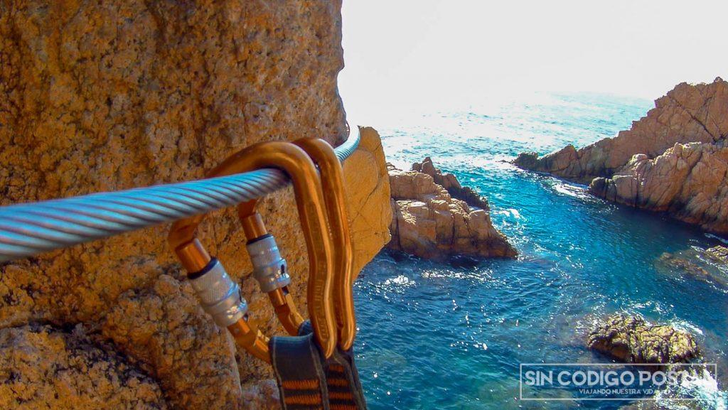 Agarres y disipador en la vía de Sant Feliu de Guixols