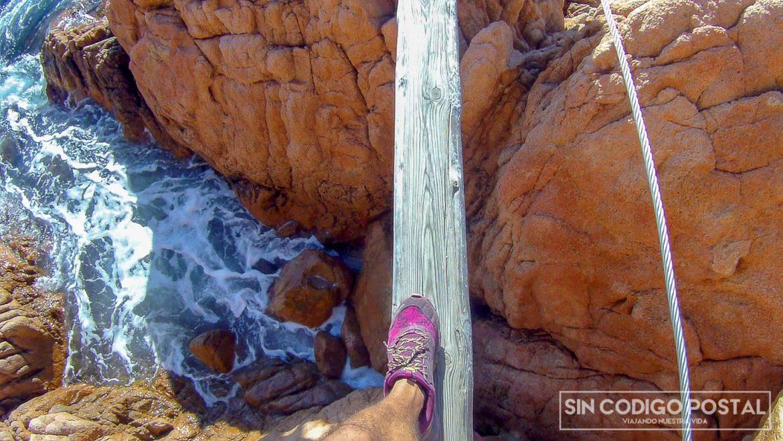Puente de tronco en la vía ferrata de Sant Feliu de Guixols