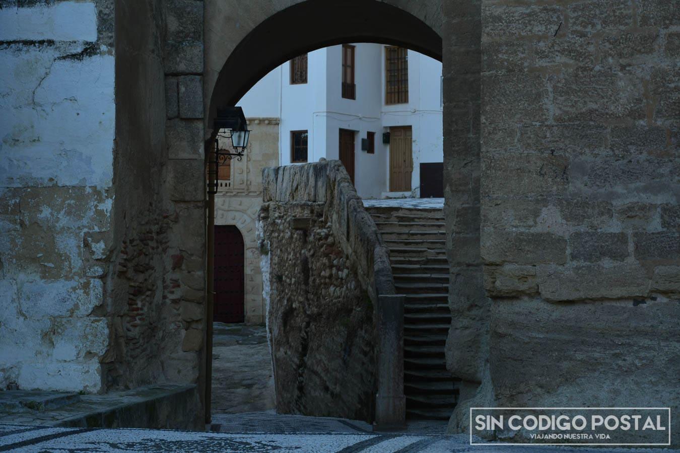 Arco de la casa de la inquisición en Alhama de Granada