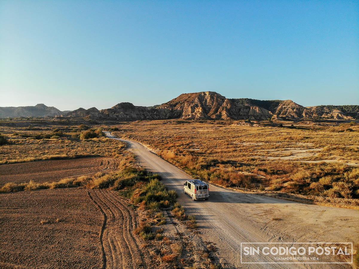 Viajando por el desierto de Monegros