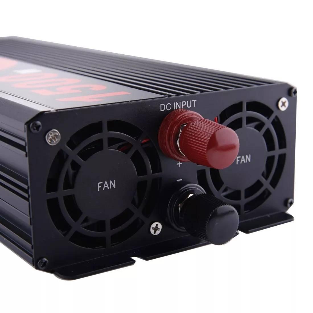 Detalle de un inversor de corriente de 12V a 220V