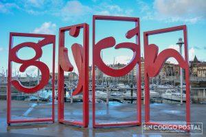 Letras gigantes de la ciudad de Gijón