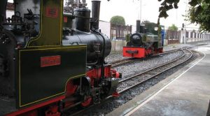 Trenes originales en el Museo del ferrocarril de Gijón.