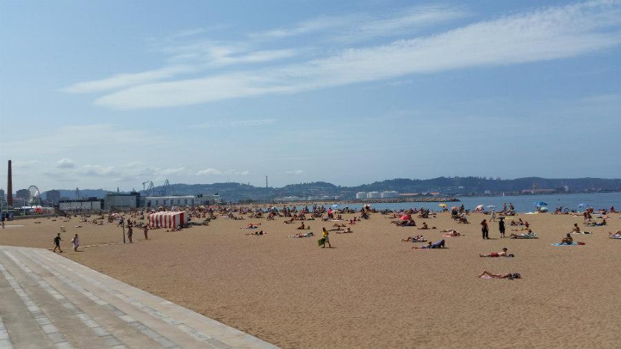 La Playa de poniente en Gijón