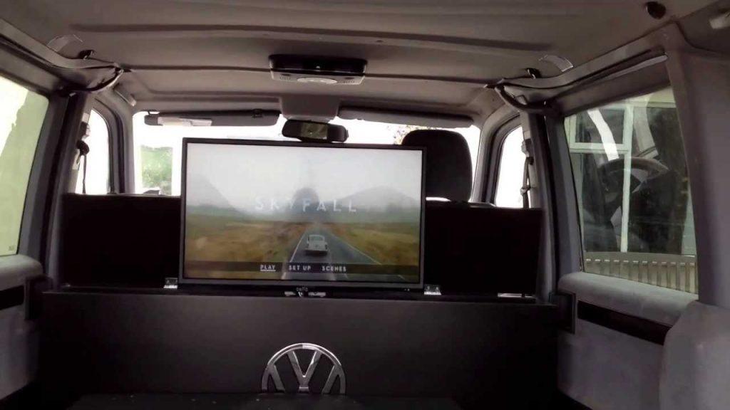 Televisión en una furgoneta camper