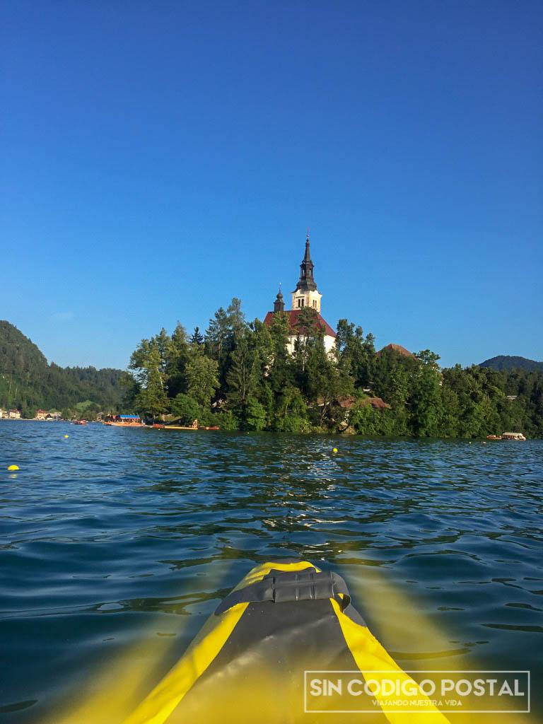 Nuestro kayak en el lago Bled