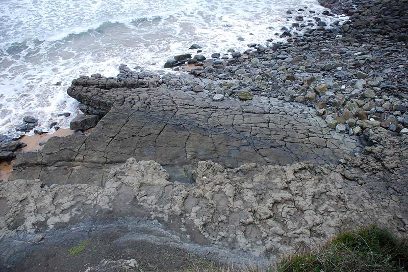 Huellas de dinosaurios en la playa de La Griega