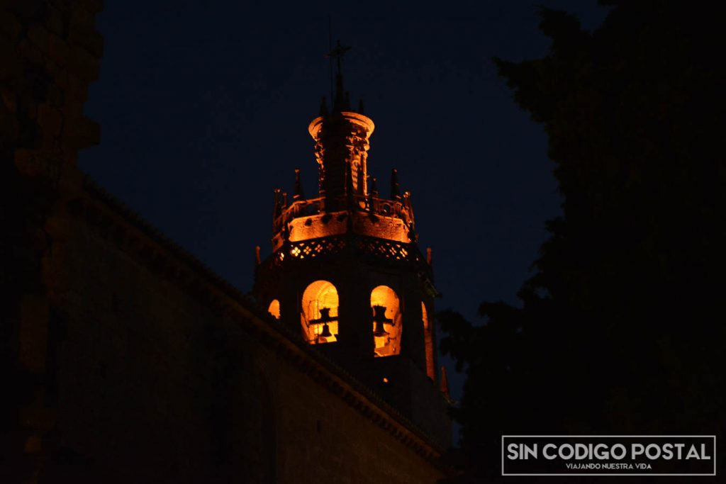 Imagen nocturna iglesia de Ronda