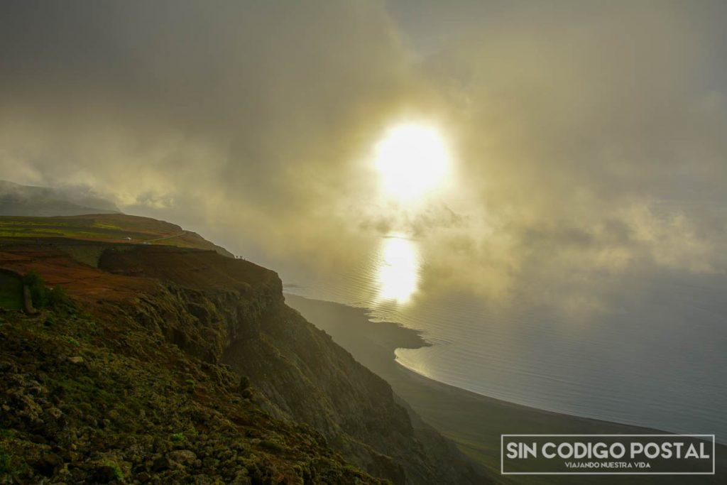 Puesta de sol desde la montaña del mirador del Río