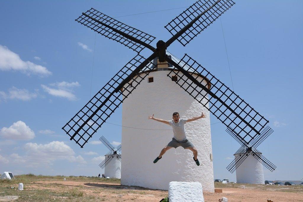 Salta conmigo, digo saltaa. En los molinos de Consuegra :)