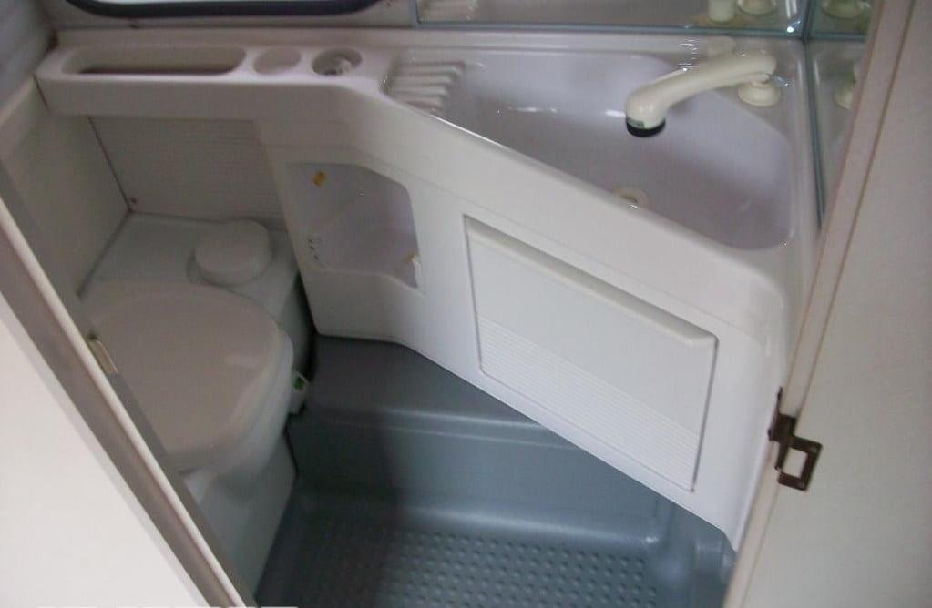 Baño fijo de una autocaravana