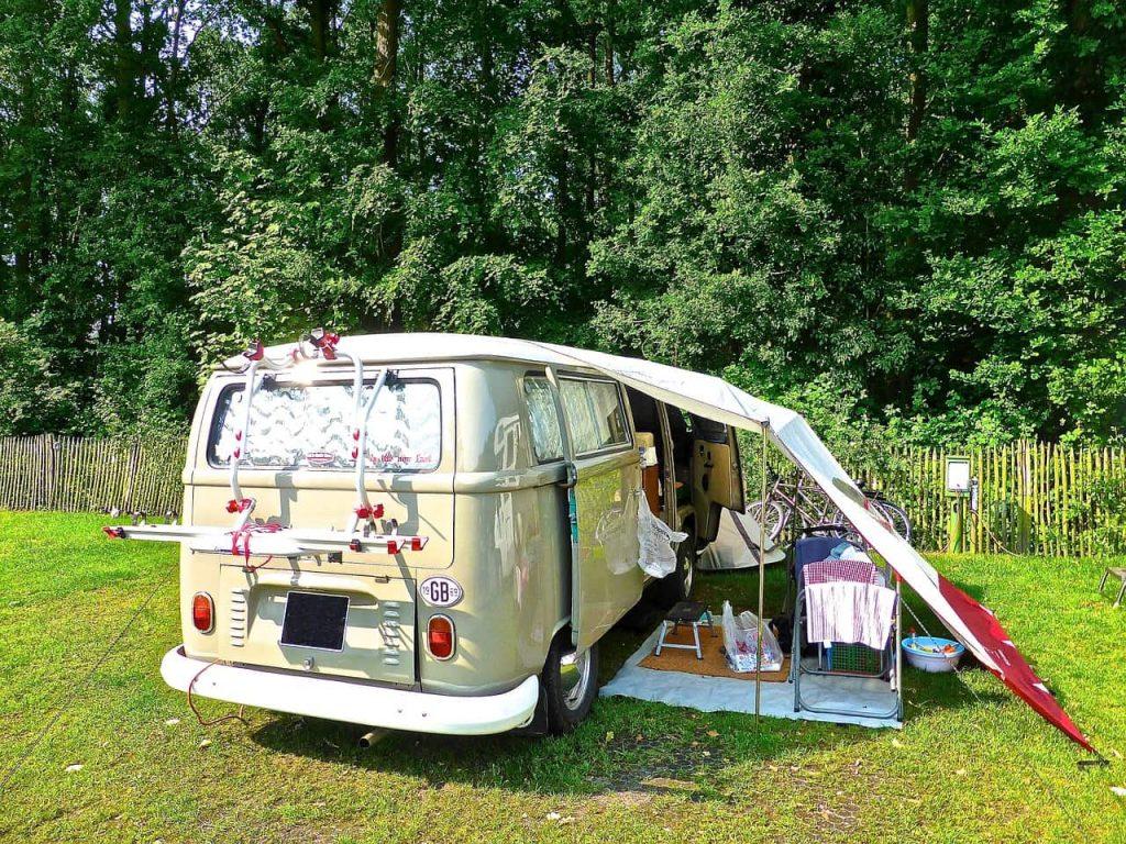 diferencia entre acampar y pernoctar