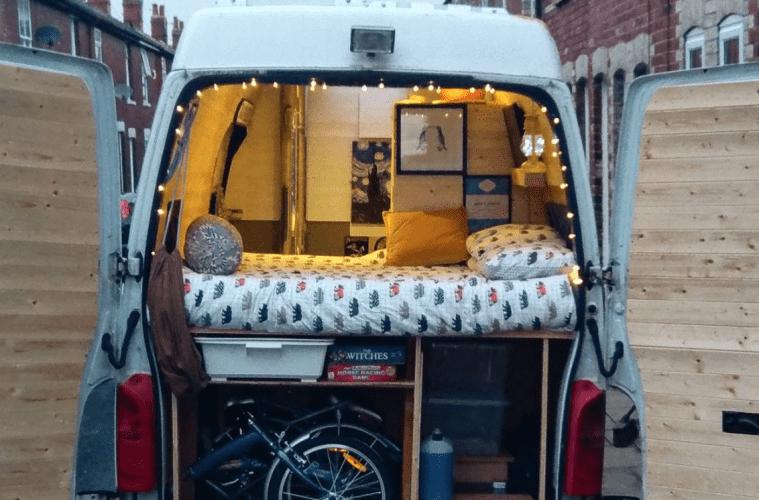 Para convertirlo en furgón vivienda, hay que tener la menos una cama