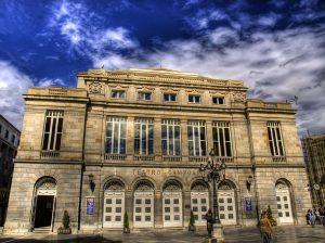 Fachada del teatro Campoamor