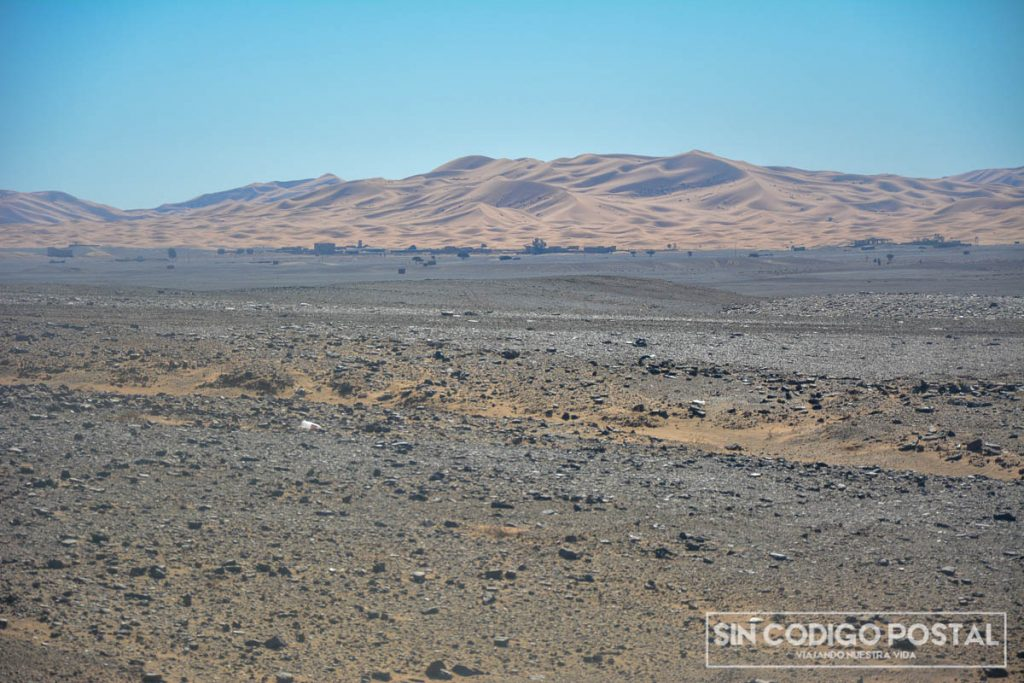 En ruta, llegando al desierto de Mezourga