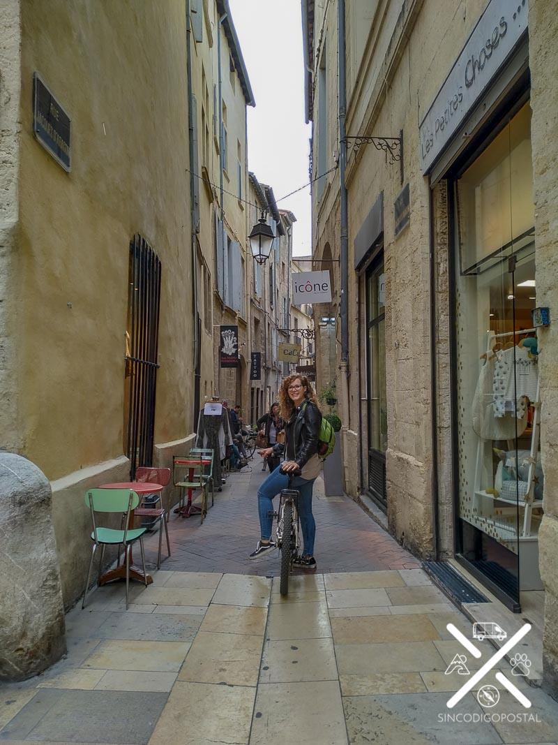 Rocío en bici por Montpellier