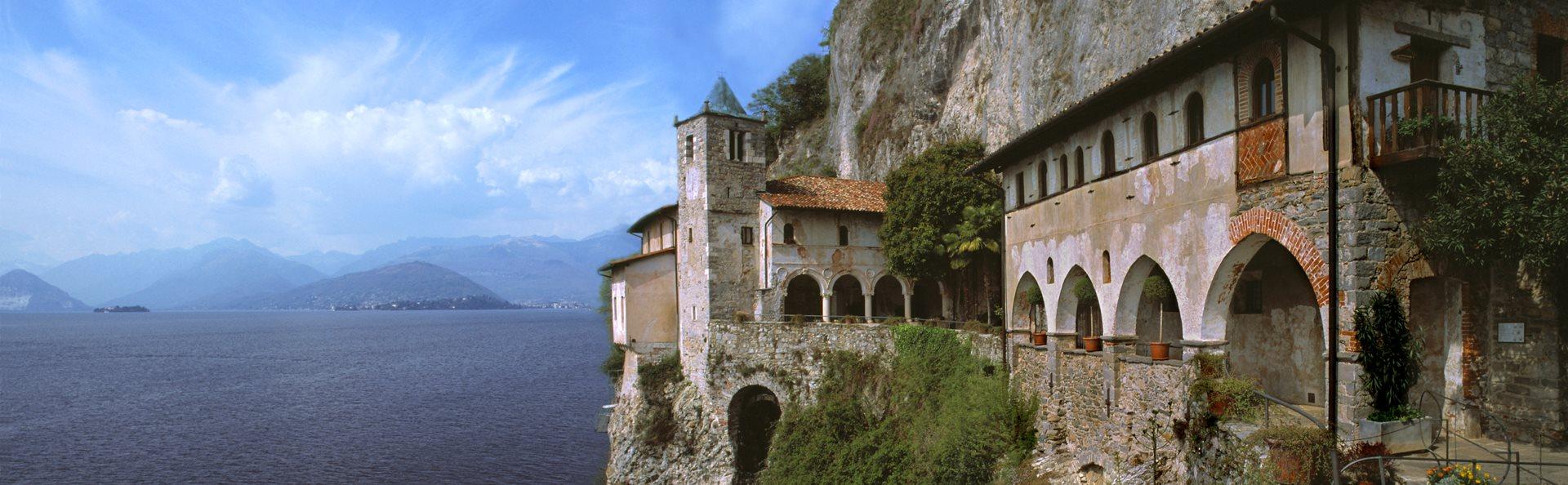 Santa Caterina del Sasso en Lago Mayor