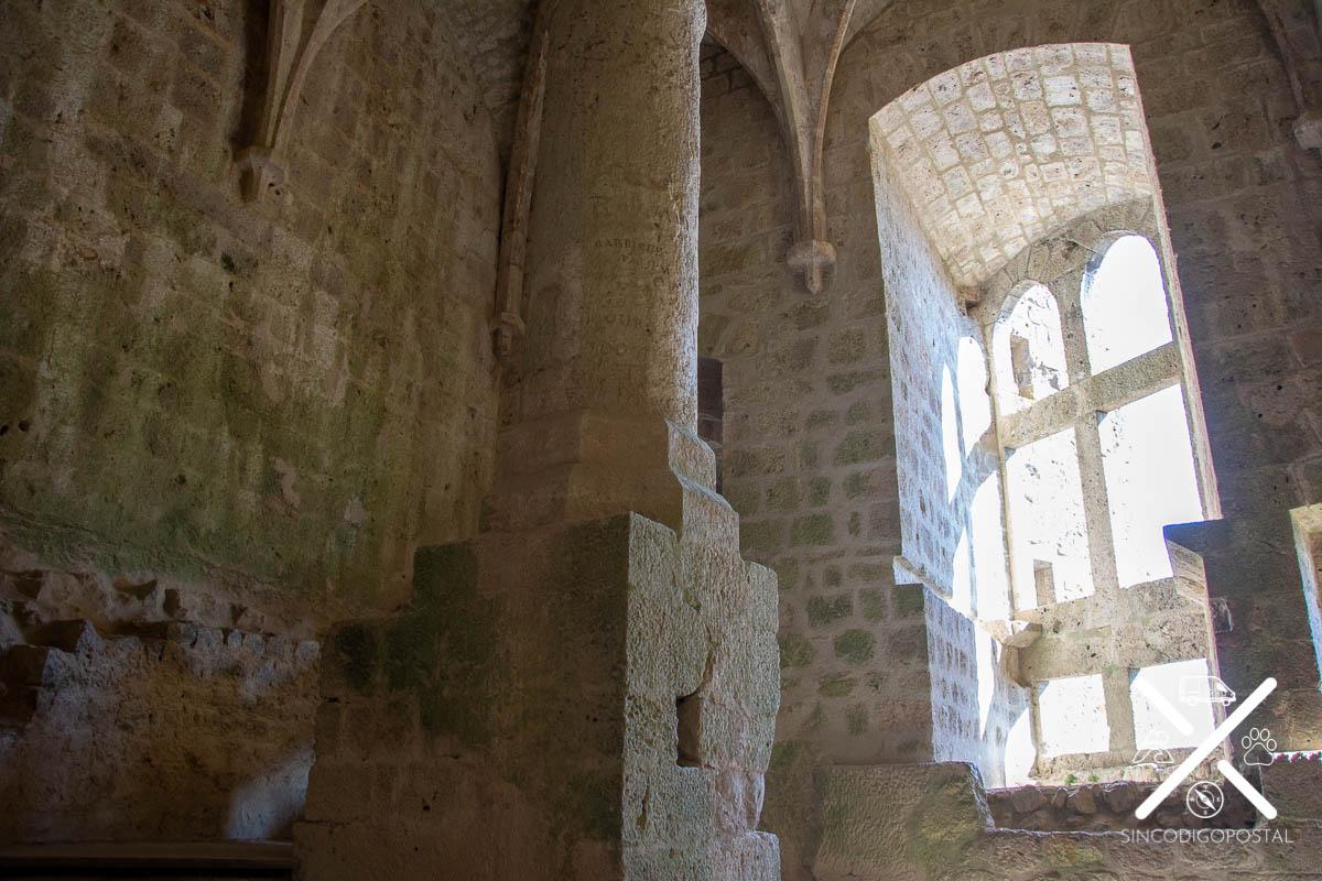 Interior de la torre del homenaje del castillo de Quéribus