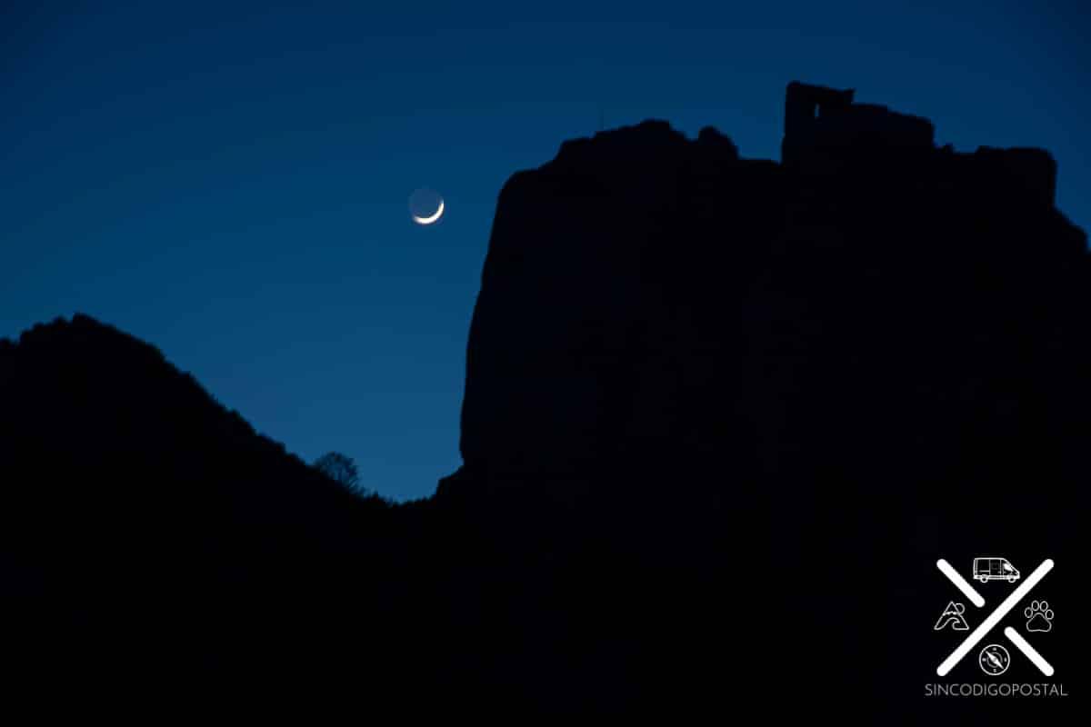 Una vez cae la noche en el Castillo de Peyrepertuse...