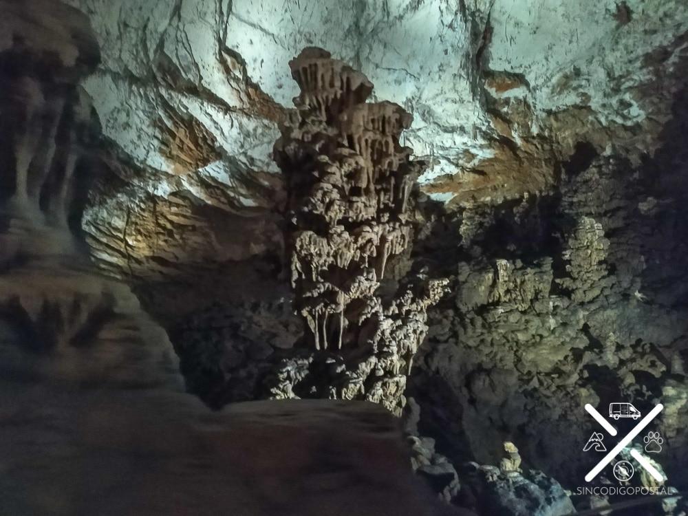 Formación dentro de la cueva