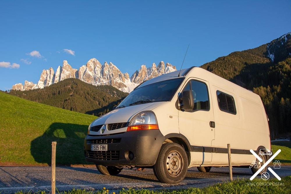 Nuestra furgoneta en los Dolomitas