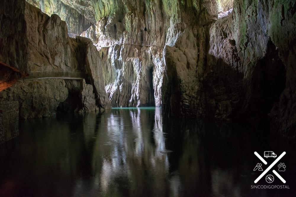 Parte al aire libre de las cuevas Skocjan