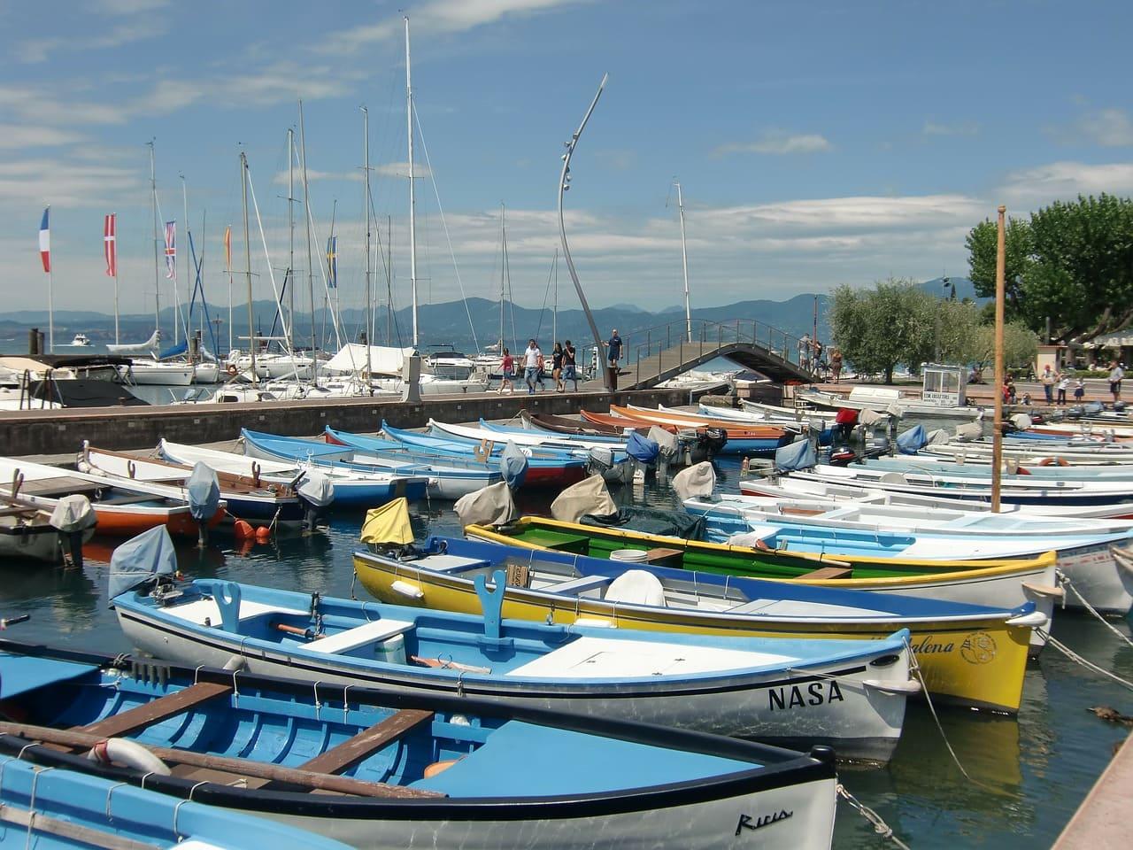 Barcas en el puerto de Bardolino