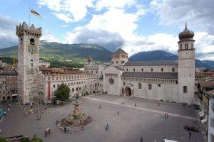 Plaza principal y Duomo de Trento