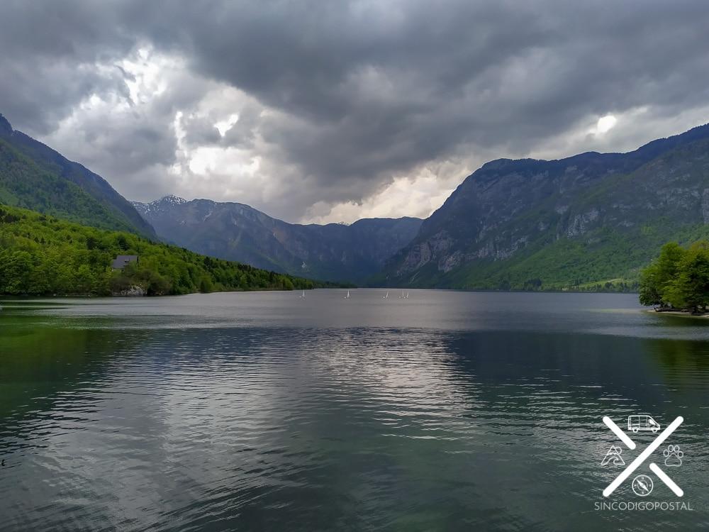 Imagen del lago Bohinj, en Eslovenia