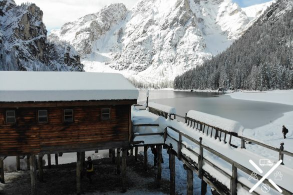 Lago di Braies recien nevado