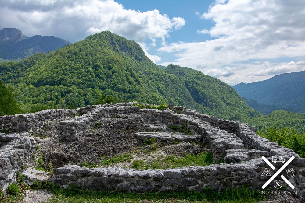 Restos y vistas desde el poblado medieval