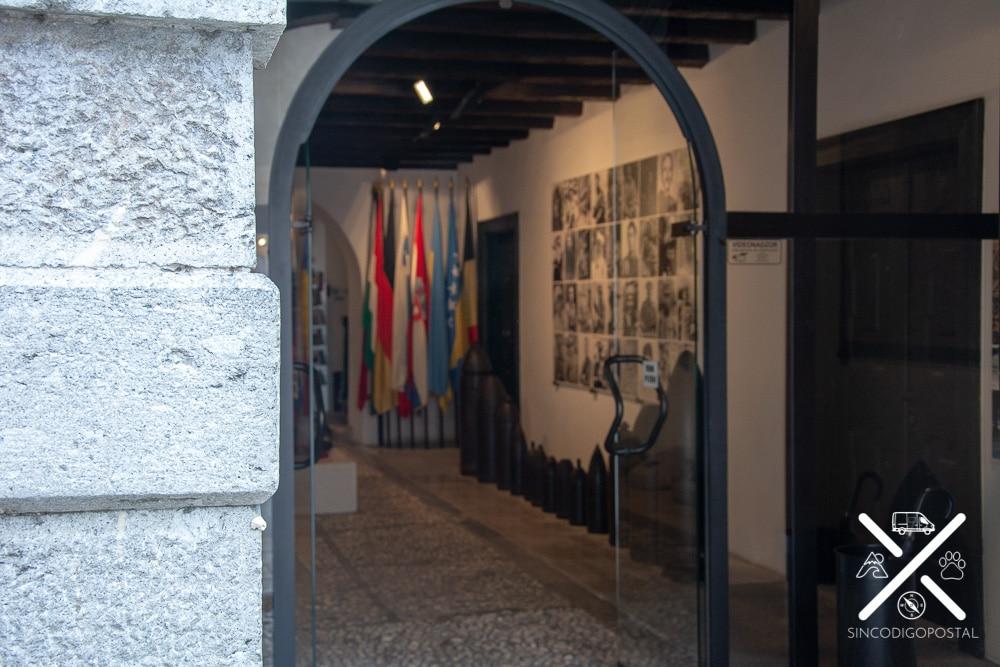 Puerta y primera instancia del museo