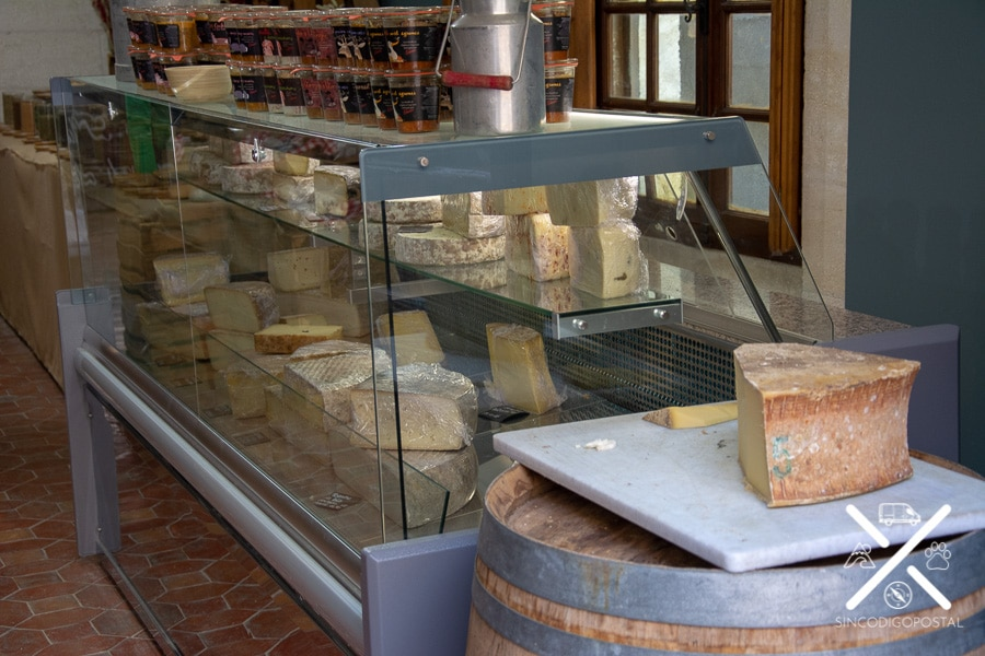 tienda artesanal de quesos en Baux