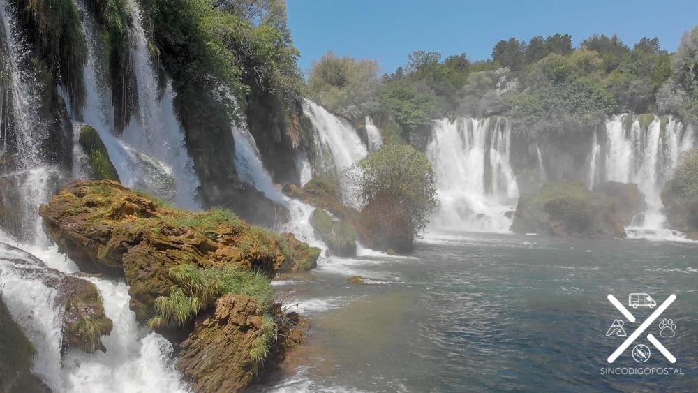 Las preciosas Cascadas de Kravica