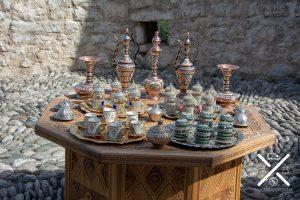 Puesto donde vendían juegos de té en el zoco de Mostar
