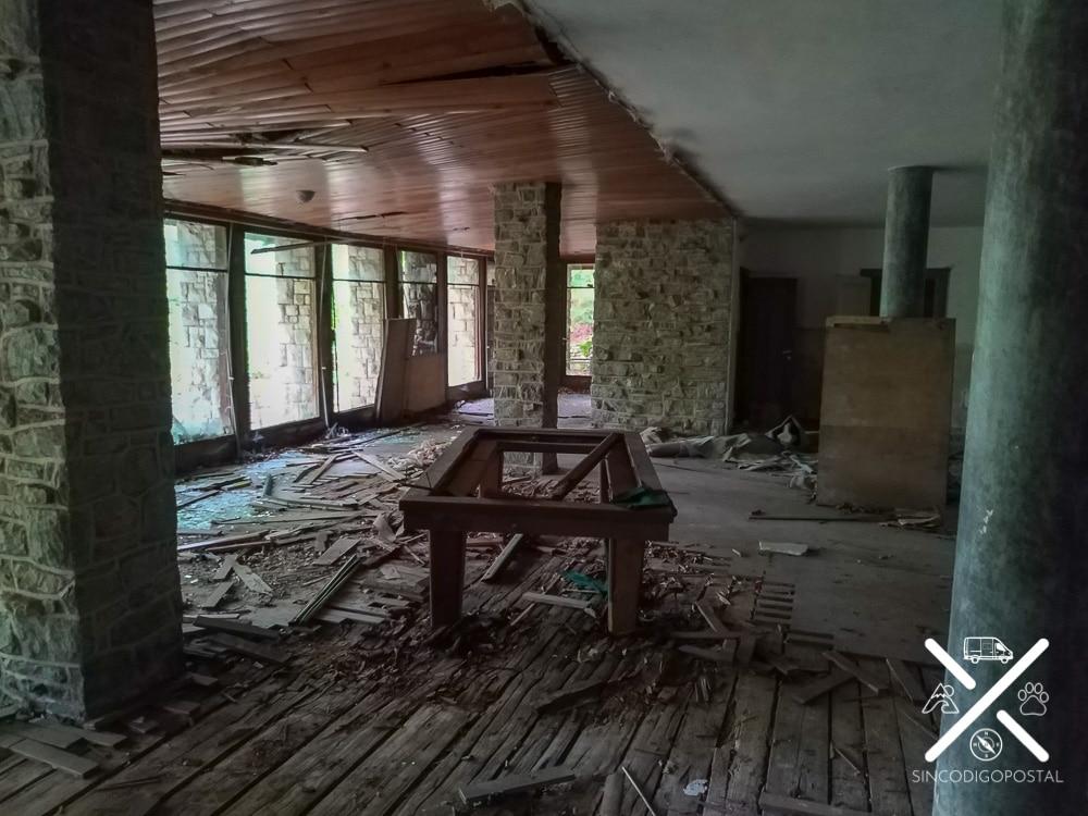 Billar abandonado Villa Izvor