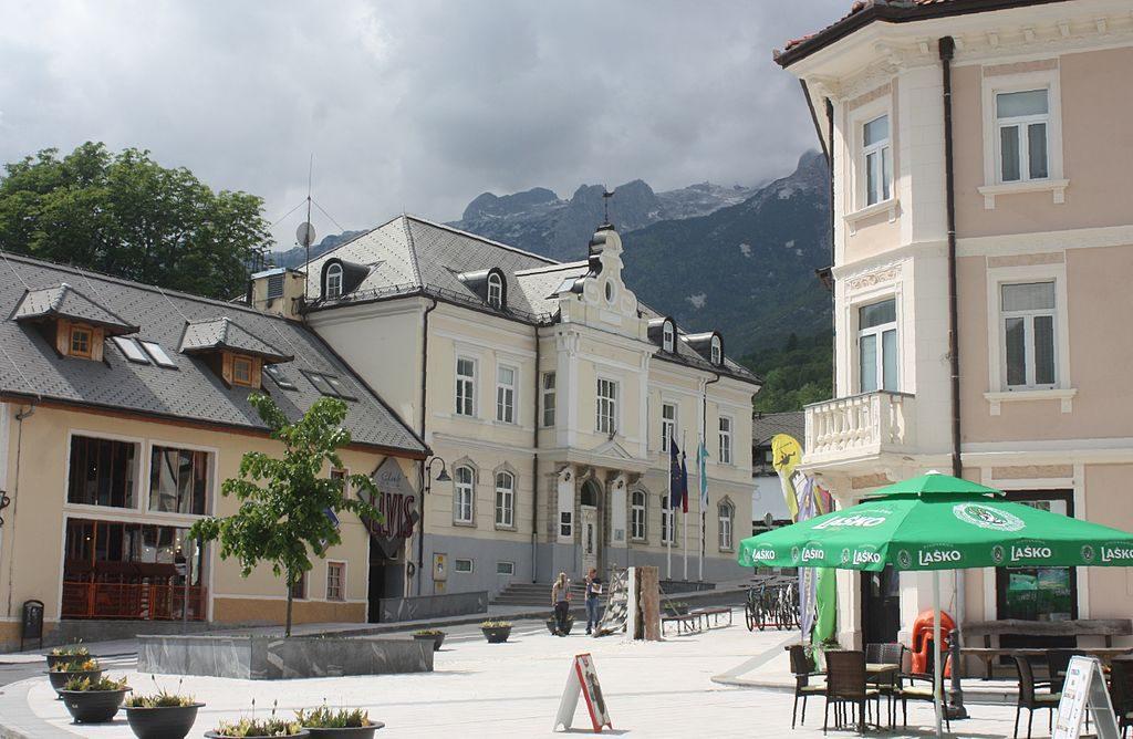 Plaza principal del pueblo de Bovec