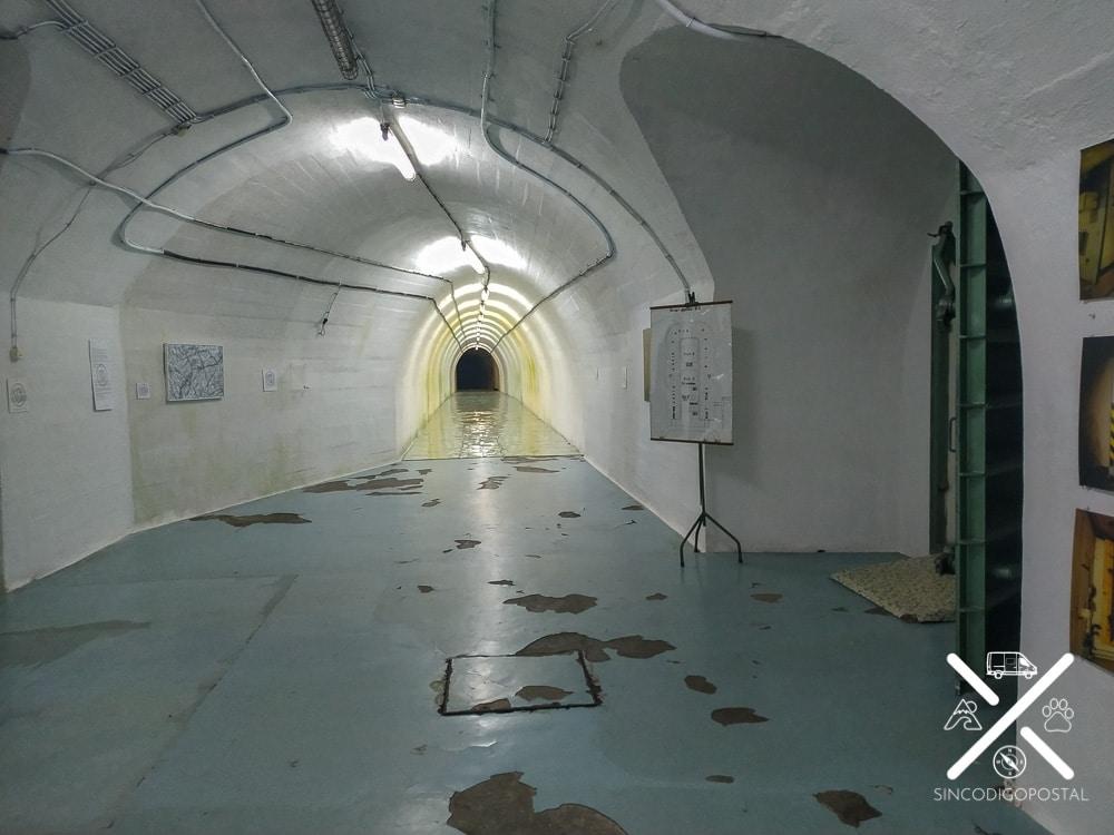 Tunel subterráneo del bunker