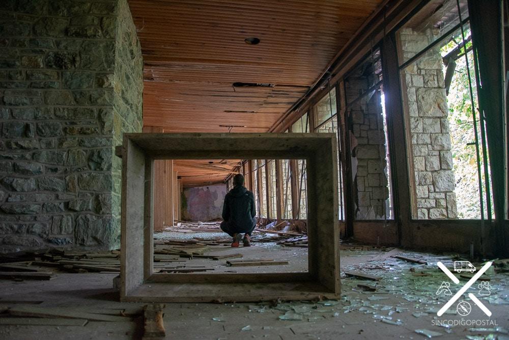 Explorando la Villa Izvor