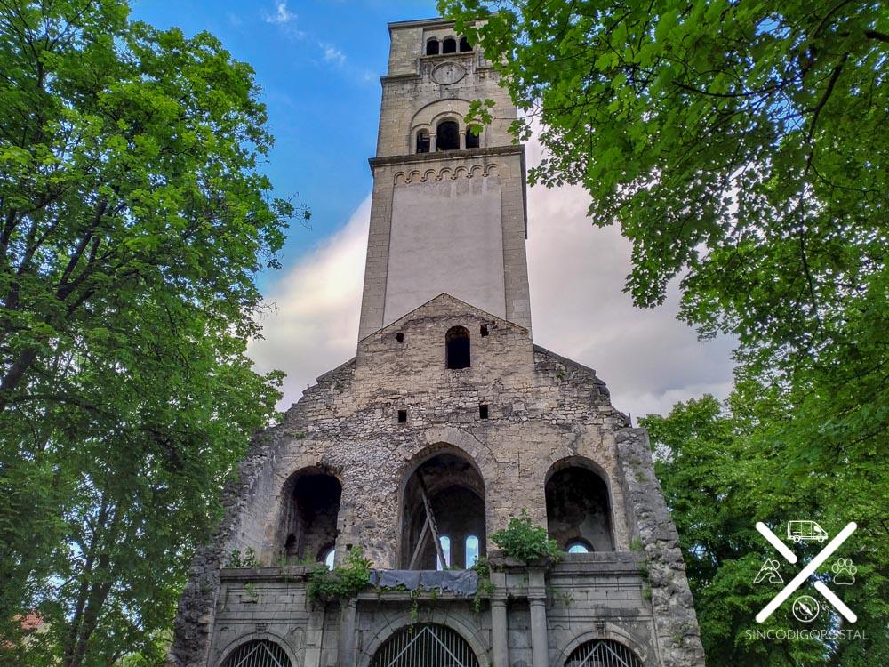 Antigua iglesia católica en Bihac