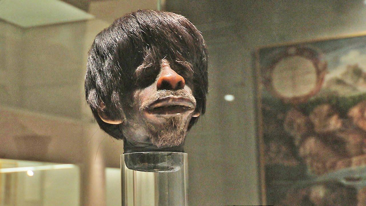 Cabeza en miniatura de humano en el Museo América