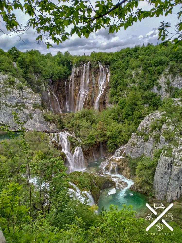 Impresionantes cascadas en el Parque Plitvice en Croacia