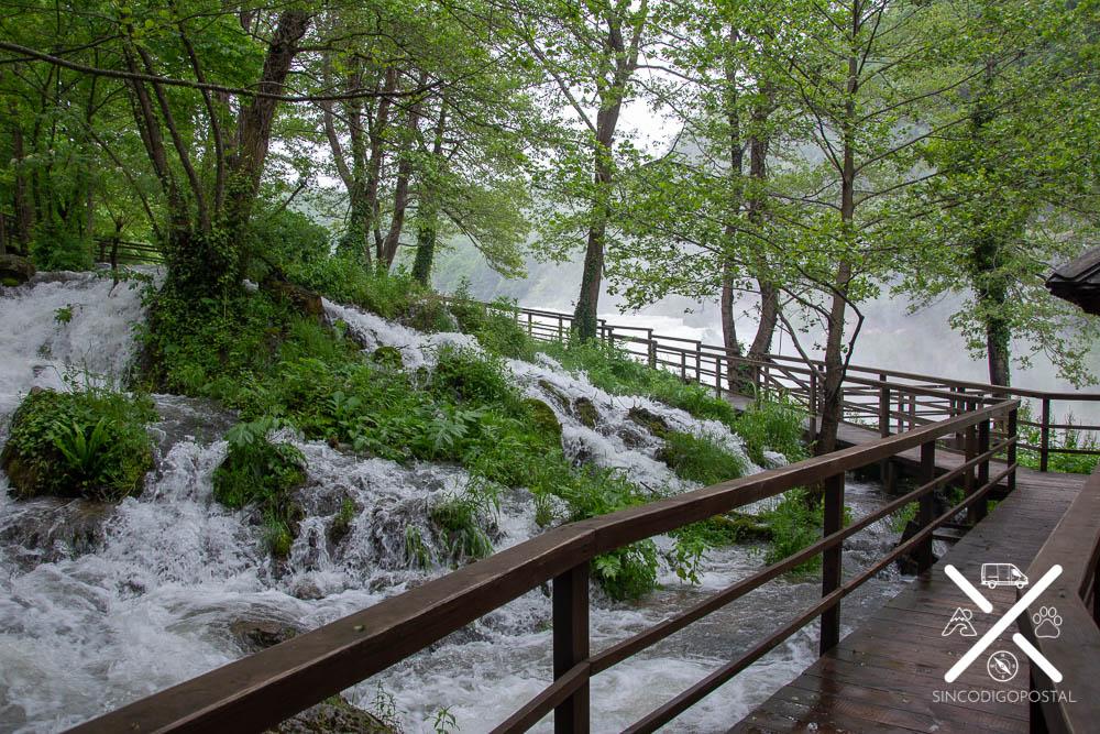 Pasarelas de madera por el Parque Nacional de Una