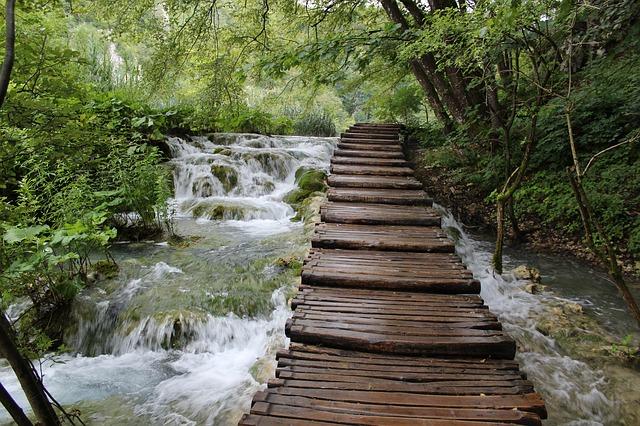 Pasarelas para recorrer el Parque de Plitvice