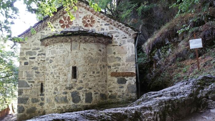 Cueva del ermitaño en el Parque Natural de Rila