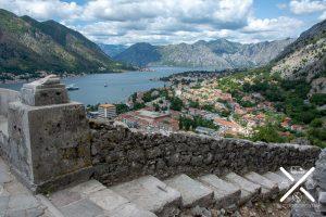 Escaleras para llegar a la parte más alta de la fortaleza de Kotor