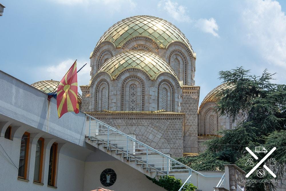 Iglesia Ortodoxa en obras en la calle principal