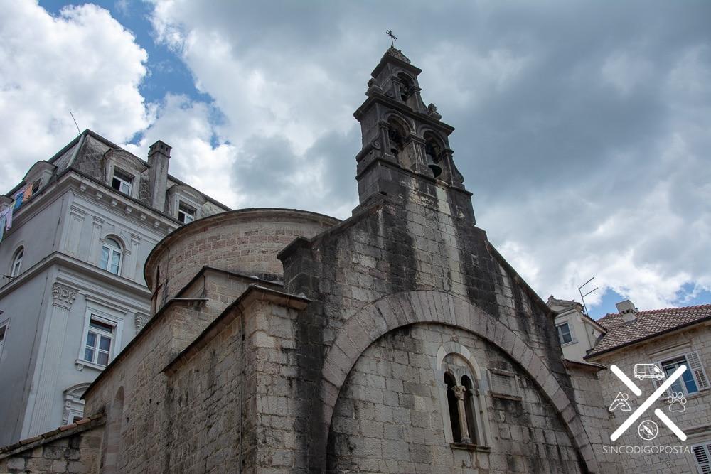 Iglesia de San Lucas con dos altares de diferentes religiones